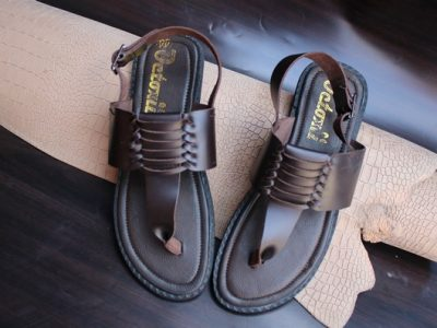 TWIST TOE SANDAL  BROWN